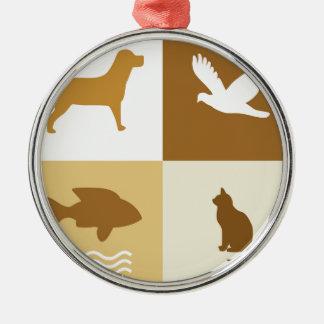 Perro, pájaro, gato y pescados adorno redondo plateado