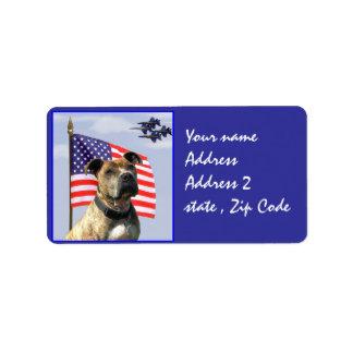 Perro patriótico del pitbull etiquetas de dirección