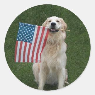 Perro patriótico pegatina redonda