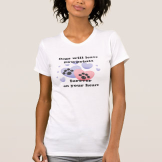 Perro Pawprints en el corazón Camisetas