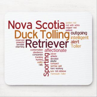 Perro perdiguero tocante del pato de Nueva Escocia Alfombrillas De Raton