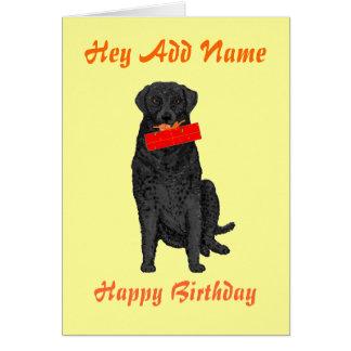 Perro que lleva a cabo el presente de cumpleaños tarjeta de felicitación