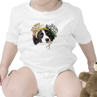 Perro que lleva los gorras de la Feliz Año Nuevo Trajes De Bebé