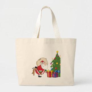 Perro que muerde a un Papá Noel debajo de un árbol Bolsa De Mano