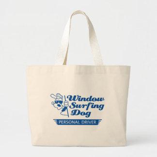 Perro que practica surf de la ventana bolsa tela grande