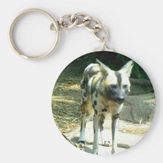 Perro salvaje africano llavero redondo tipo pin