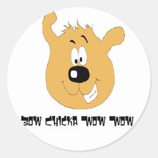 Perro sonriente del dibujo animado pegatina redonda