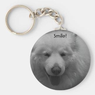 Perro sonriente llavero redondo tipo pin