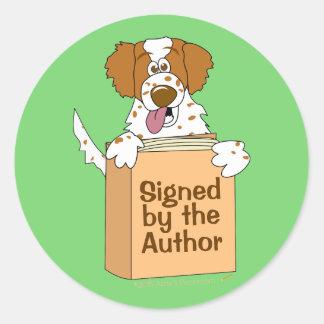Perro y libro firmados por los niños de los pegatina redonda