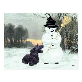 Perro y muñeco de nieve del escocés tarjetas postales