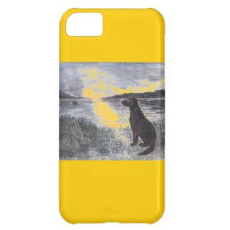 Perro y paisaje marino en los casos de sunset.ipho