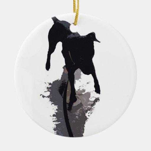 perro y sombra posterized adorno navideño redondo de cerámica