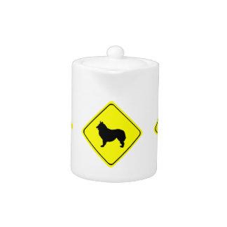 Perros belgas del amor de la señal de peligro del