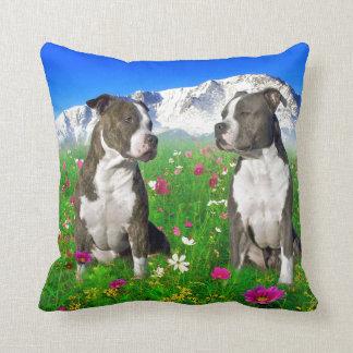 Perros Brindle y azules de Staffordshire y del pit Almohada
