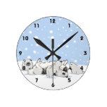 Perros de la nieve de Keesie - Keeshond feliz con  Relojes De Pared