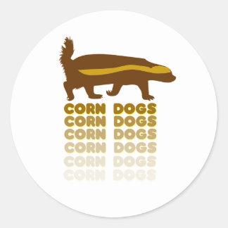 Perros de maíz del tejón de miel pegatina redonda