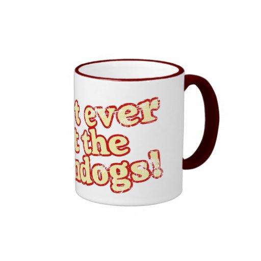Perros de maíz tazas de café