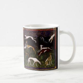 Perros medievales del galgo en las maderas taza de café