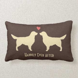 Perros perdigueros de oro - perros del boda con el almohada