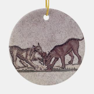 Perros que luchan para un pájaro, romanos, 2do-3ro adorno redondo de cerámica