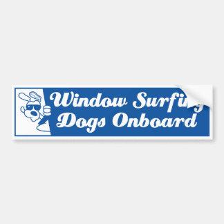 Perros que practican surf de la ventana pegatina para auto
