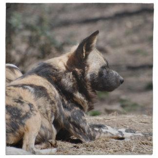 Perros salvajes africanos de reclinación servilleta de papel