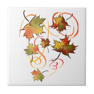 Persecución de la teja de la brisa del otoño