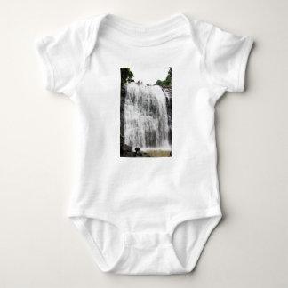 Persecución de las cascadas body para bebé