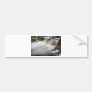Persecución de las cascadas etiqueta de parachoque