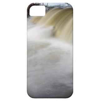 Persecución de las cascadas iPhone 5 carcasas