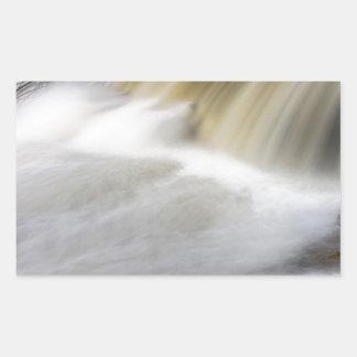 Persecución de las cascadas pegatina rectangular