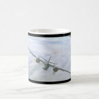Perseguidor. (nubes; aviones tracker_Military Taza De Café
