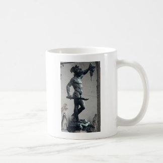 Perseus con el jefe de la medusa taza clásica