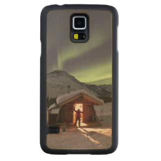 Person stands in doorway of Caribou Bluff cabin 2 Carved® Maple Galaxy S5 Slim Case