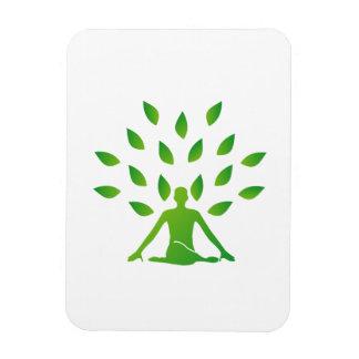 Persona meditating debajo de un árbol imanes