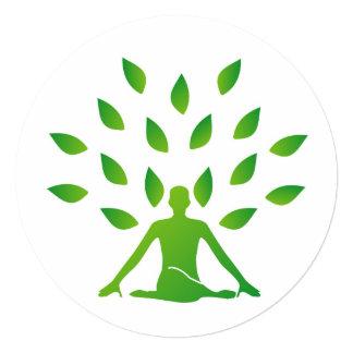 """Persona meditating debajo de un árbol invitación 5.25"""" x 5.25"""""""