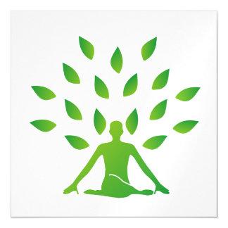 Persona meditating debajo de un árbol invitaciones magnéticas