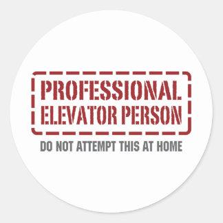Persona profesional del elevador etiqueta redonda