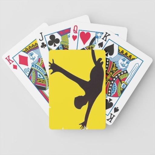 Persona que cae baraja cartas de poker