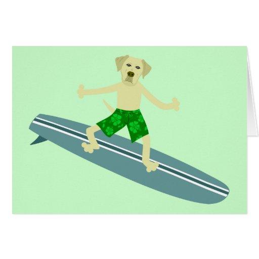 Persona que practica surf amarilla del labrador re tarjeta de felicitación