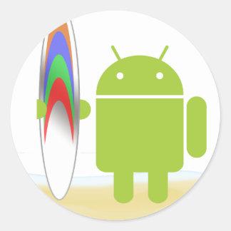 Persona que practica surf androide pegatina redonda