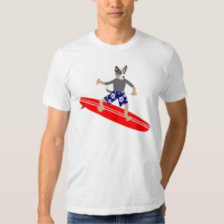 Persona que practica surf australiana del perro polera
