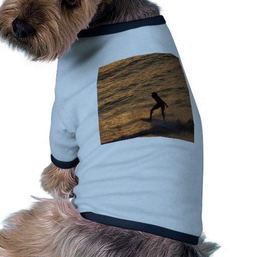 persona que practica surf camisetas de mascota