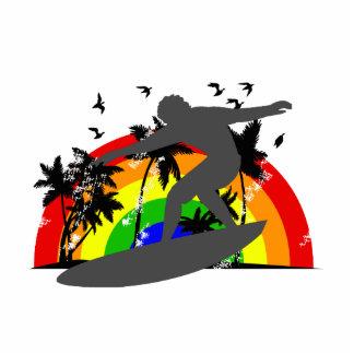 Persona que practica surf con el arco iris escultura fotográfica