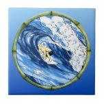 Persona que practica surf con el marco de bambú azulejo