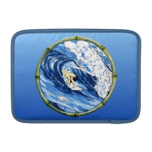 Persona que practica surf con el marco de bambú fundas para macbook air