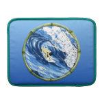 Persona que practica surf con el marco de bambú funda macbook air
