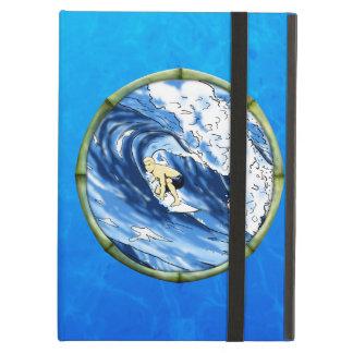 Persona que practica surf con el marco de bambú