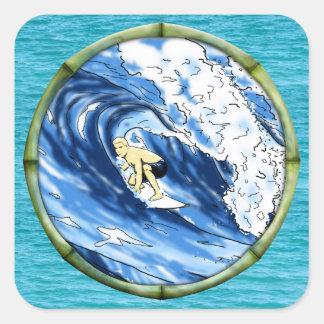 Persona que practica surf con el marco de bambú pegatina cuadrada