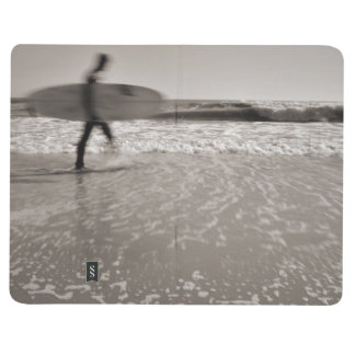 Persona que practica surf cuaderno grapado